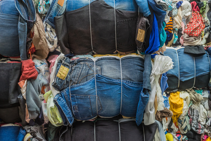 Recycling Altkleidersammlung Jeans - Recycling used clothing collection jeans